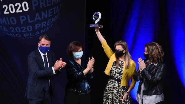 """Eva García Sáenz de Urturi gana el Premio Planeta 2020 con """"Aquitania"""""""