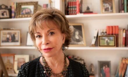 """Isabel Allende, la Biblioteca Eugenio Trías, la web Zenda, la serie """"El Vecino"""" y las Librerías Elkar, Premios LIBER 2020"""