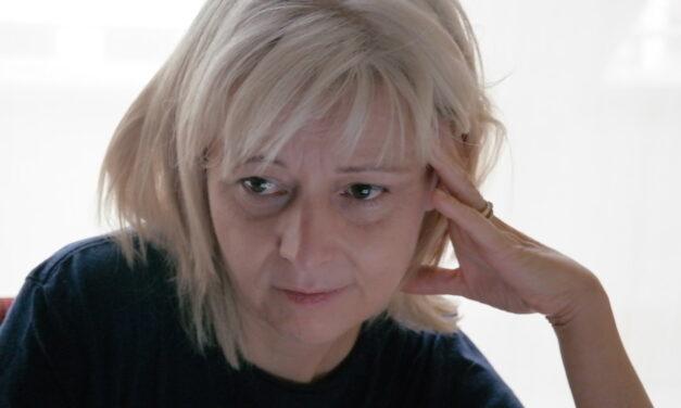 """Betina Plomovic  """"ANOREXIA Y PSIQUIATRÍA:  QUE MUERA EL MONSTRUO, NO TÚ."""